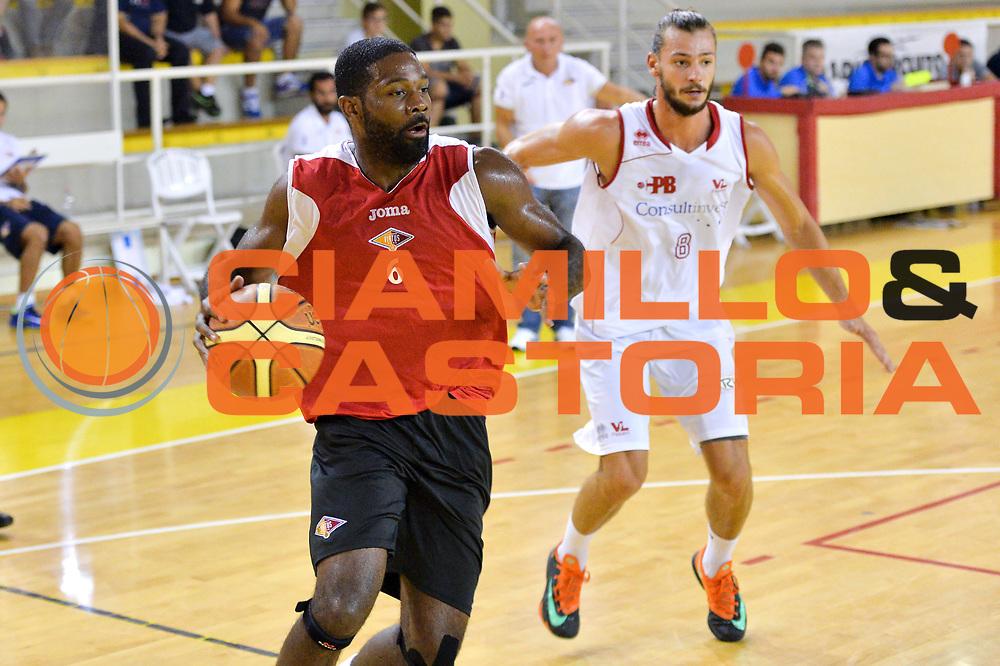 DESCRIZIONE : Viadana Trofeo del 50' esimo Lega A 2014-15 Pesaro vs Acea Virtus Roma<br /> GIOCATORE : Jones Bobby<br /> CATEGORIA :Palleggio<br /> SQUADRA : Acea Roma<br /> EVENTO :Torneo del 50'esimo<br /> GARA : Pesaro vs Acea Virtus Roma<br /> DATA : 13/09/2014 <br /> SPORT : Pallacanestro <br /> AUTORE : Agenzia Ciamillo-Castoria/I.Mancini<br /> Galleria : Lega Basket A 2014-2015 <br /> Fotonotizia : Torneo del 50'esimo Lega A 2014-15 Pesaro vs Acea Virtus Roma<br /> Predefinita :