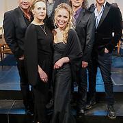 NLD/Loosdrecht/20130305 - Opname EO Mattheus Passion Masterclass 2013, Actrice en zangeres Hadewych Minis (2eL), acteur en zanger Jamai Loman (R), zanger Syb van der Ploeg (2eR), voormalig CDA-politica Sabine Uitslag (M), acteur en regisseur Porgy Franssen (achterste rij) en zanger Wolter Kroes (L)