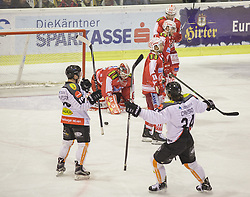 18.12.2015, Stadthalle, Klagenfurt, AUT, EBEL, EC KAC vs Dornbirner Eishockey Club, 32. Runde, im Bild Thomas Koch (EC KAC, #18), René Swette (EC KAC, #30), Steven Strong (EC KAC, #24), Mark Popovic (EC KAC, #4), Michael Caruso (Dornbirner Eishockey Club, #24), Dustin Sylvester (Dornbirner Eishockey Club, #19) // during the Erste Bank Eishockey League 32nd round match match betweeen EC KAC and Dornbirner Eishockey Club at the City Hall in Klagenfurt, Austria on 2015/12/18. EXPA Pictures © 2015, PhotoCredit: EXPA/ Gert Steinthaler