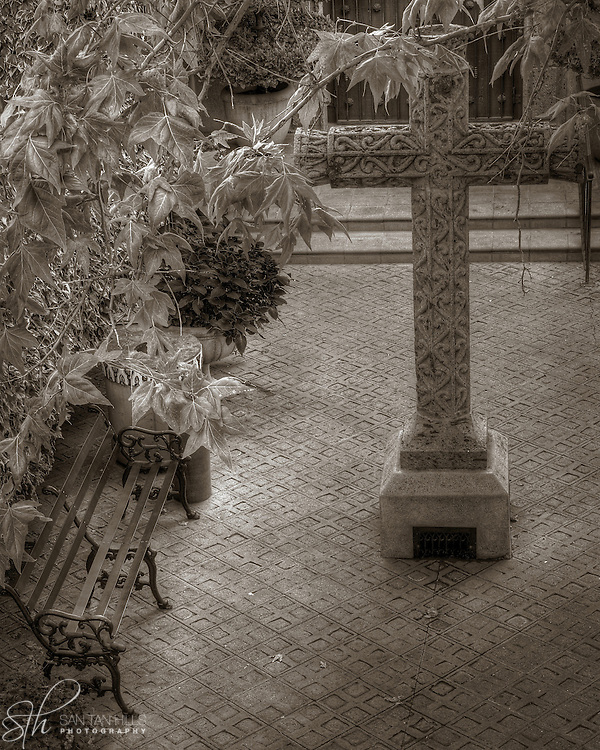 The cross outside of the Tlaquepaque Chapel in Sedona, AZ