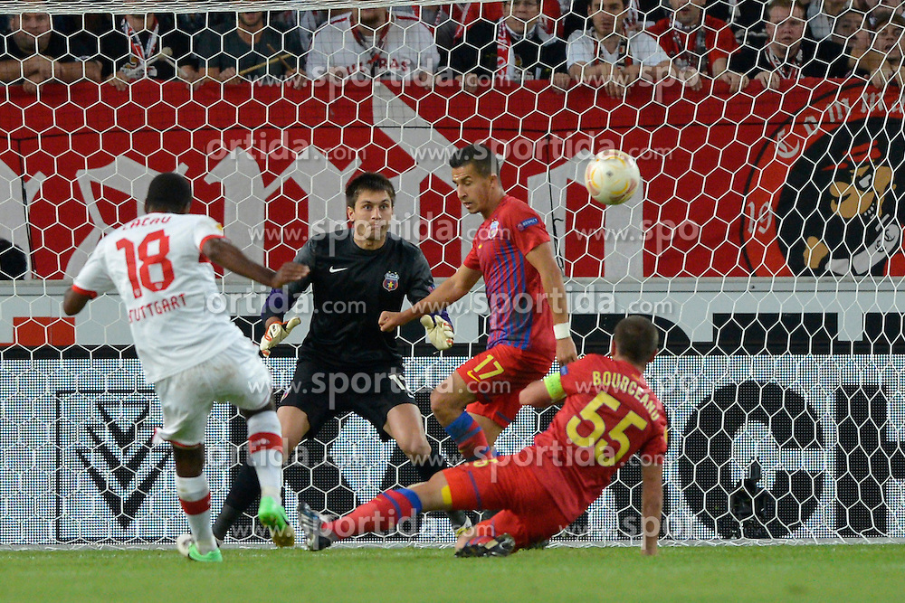 20.09.2012, Mercedes Benz Arena, Stuttgart, GER, UEFA Europa League, VfB Stuttgart vs Steaua Bukarest, Gruppe E, im Bild CACAU VfB Stuttgart Schuss schiesst an die Latte Aktion, Torwart Ciprian TATARUSANU Steaua Bukarest waere machtlos gewesen // during the UEFA Europa League group E match between VfB Stuttgart and Steaua Bukarest at the Mercedes Benz Arena, Stuttgart, Germany on 2012/09/20. EXPA Pictures © 2012, PhotoCredit: EXPA/ Eibner/ Weber..***** ATTENTION - OUT OF GER *****
