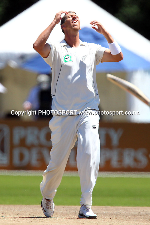 NZ's Brent Arnel reacts. New Zealand Black Caps v Pakistan, Test Match Cricket. Day 2 at Seddon Park, Hamilton, New Zealand. Saturday 8 January 2011. Photo: Anthony Au-Yeung/photosport.co.nz