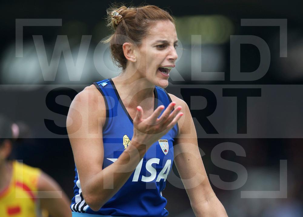 AMSTERDAM - Champions Trophy women.China vs Argentina.foto:  Luciana Aymar dis agree with the umpire   Stellea barltema.FFU Press Agency  COPYRIGHT FRANK UIJLENBROEK..