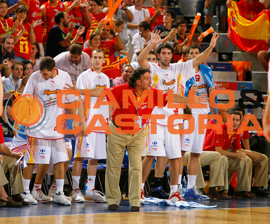 DESCRIZIONE : Madrid Spagna Spain Eurobasket Men 2007 Qualifying Round Spagna Israele Spain Israel <br /> GIOCATORE : Team Spagna Team Spain <br /> SQUADRA : Spagna Spain <br /> EVENTO : Eurobasket Men 2007 Campionati Europei Uomini 2007 <br /> GARA : Spagna Israele Spain Israel  <br /> DATA : 11/09/2007 <br /> CATEGORIA : Esultanza <br /> SPORT : Pallacanestro <br /> AUTORE : Ciamillo&amp;Castoria/T.Widensohler <br /> Galleria : Eurobasket Men 2007 <br /> Fotonotizia : Madrid Spagna Spain Eurobasket Men 2007 Qualifying Round Spagna Israele Spain Israel <br /> Predefinita :
