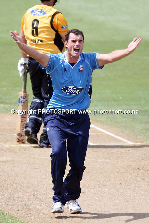 Kyle Mills appeals. Men's one day cricket, Auckland Aces v Wellington Firebirds, Colin Maiden Park, Auckland. Wednesday 12 January 2011. Photo: Ella Brockelsby/photosport.co.nz
