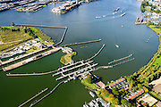 Nederland, Noord-Holland, Amsterdam, 27-09-2015; Schellingwoude, Oranjesluizen tussen Buiten-IJ en Het IJ.<br /> Locks between Outer IJ  and The IJ, entrance to Amsterdam.<br /> <br /> luchtfoto (toeslag op standard tarieven);<br /> aerial photo (additional fee required);<br /> copyright foto/photo Siebe Swart