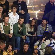 NLD/Baarn/20070314 - 10de Live uitzending RTL Dancing on Ice 2007, zwemster Inge de Bruijn met onbekende jongeman op de tribune, met Rodrigo Otazu en Michael Ling