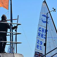 EUROPEAN FINN CHAMPIONSHIP 2017 <br /> Des conditions de vent et de lumiére complétement incroyable hier <br /> sur le cercle du championnat d europe de Finn , dans la brise ils frisent la limite , un spectacle dantesque ... <br /> <br /> Pilote Yannick Long<br /> LOCALANQUE<br /> Un Finn est un dériveur monotype de compétition, gréé en catboat (ou cat-boat), dont la grand-voile est enverguée sur un mât pivotant.<br /> Le Finn a été conçu en Suède en 1949, par le régatier et architecte naval Rickard Sarby qui était aussi éducateur pour enfants handicapés.<br /> Dès 1952, il a été promu série olympique lors des Jeux olympiques d'Helsinki (Finlande). C'est une série internationale.<br /> Il se barre en solitaire. C'est un bateau très sportif, léger, maniable et rapide. Il nécessite un barreur pesant de préférence 100 kg et plus mais surtout grand et athlétique, pour fournir le couple de rappel maximum.<br /> Il se reconnaît de loin à son mât arqué vers l'arrière. En dehors des chercheurs d'or des Jeux olympiques, il reste très pratiqué par les purs amateurs. C'est ainsi que 253 concurrents se sont présentés au dernier championnat du monde vétéran à Medemblick<br /> Un des plus fameux champions de Finn est le danois Paul Elvstrøm, plusieurs fois médaillé d'or aux Jeux olympiques.<br /> Trois Français se sont distingués aux Jeux olympiques : Serge Maury a remporté la médaille d'or en Finn aux JO de 1972 à Kiel en Allemagne, Guillaume Florent la médaille de bronze aux JO de 2008 à Pékin et Jonathan Lobert qui a arraché le bronze le 5 août 2012 à Weymouth (Londres), grâce à sa victoire dans la course finale pour la médaille Des conditions de vent et de lumiére complétement incroyable hier <br /> sur le cercle du championnat d europe de Finn , dans la brise ils frisent la limite , un spectacle dantesque ...