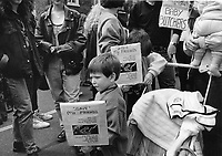 Pro-Life Supporters outside Dail. Sunday Tribune. 5/5/92. (Part of the Independent Newspapers Ireland/NLI Collection)