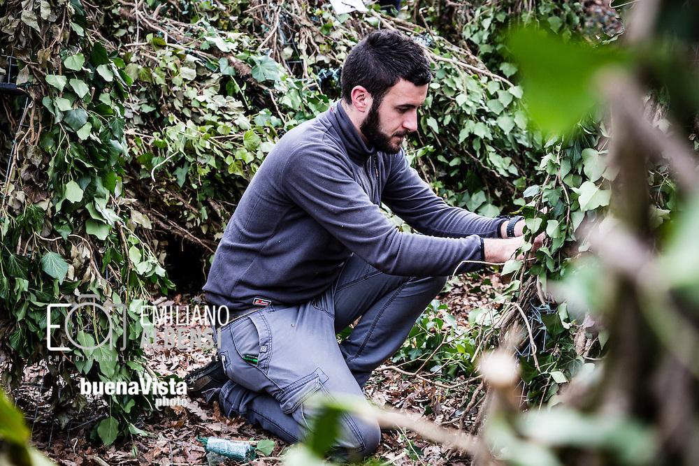 Satriano di Lucania, Basilicata, Italia, 07/02/2016<br /> Alcuni volontari mettono a punto le ultime maschere di Rumita prima della partenza dell'evento &quot;La Foresta che cammina&quot;<br /> <br /> Satriano di Lucania, Basilicata, Italy, 07/02/2016<br /> Some volunteers setting masks of the Rumita (hermits) just before the start of the &ldquo;La Foresta che cammina&rdquo; (Forest walking) carnival celebration.