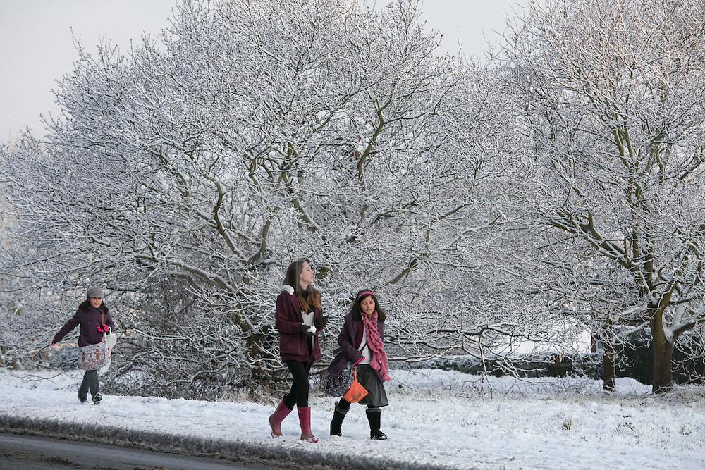 © Licensed to London News Pictures.30/1/2015. Baddersley, Warwickshire. Snow fell in Warwickshire overnight.Pictured, a snowy walk to school in Baddersley.<br /> Photo credit : Dave Warren/LNP