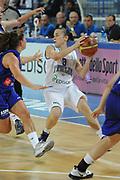 DESCRIZIONE : Frosinone Qualificazioni Europei Francia 2013 Italia Lussemburgo<br /> GIOCATORE : Giulia Gatti<br /> CATEGORIA : passaggio difesa<br /> SQUADRA : Nazione Italia<br /> EVENTO : Frosinone Qualificazioni Europei Francia 2013<br /> GARA : Italia Lussemburgo Italy Luxembourg<br /> DATA : 20/06/2012<br /> SPORT : Pallacanestro <br /> AUTORE : Agenzia Ciamillo-Castoria/GiulioCiamillo<br /> Galleria : Fip 2012<br /> Fotonotizia : Frosinone Qualificazioni Europei Francia 2013 Italia Lussemburgo<br /> Predefinita :