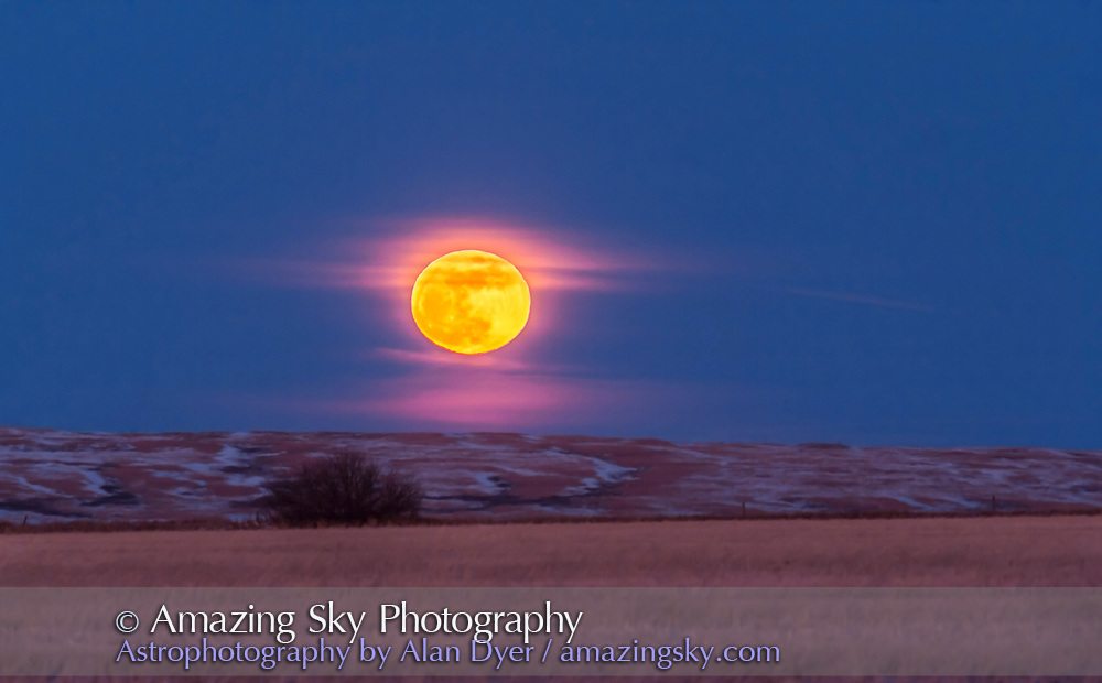 "The rising of the Full ""Snow"" Moon of February 2016, on Feb 22, over the fields to the east of my house in southern Alberta. This is a single exposure with the Canon 60Da and 200mm lens with 1.4x extender, taken at the end of an HD video sequence. Exposure was 1/15 second at f/5.6 at ISO 200."