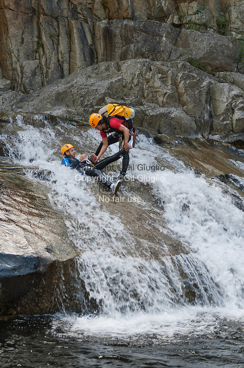 France, Occitanie, Lozère (48), canyoning dans gorges de Chassezac // France, region of Occitanie, department of Lozere, canyoning in Chassezac canyon, Model release ok Ref: Ad