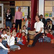 NLD/Huizen/20080307 - Basisschool Gouden Kraal Hoofdweg Huizen voorstelling met muziek en dans de wereld rond