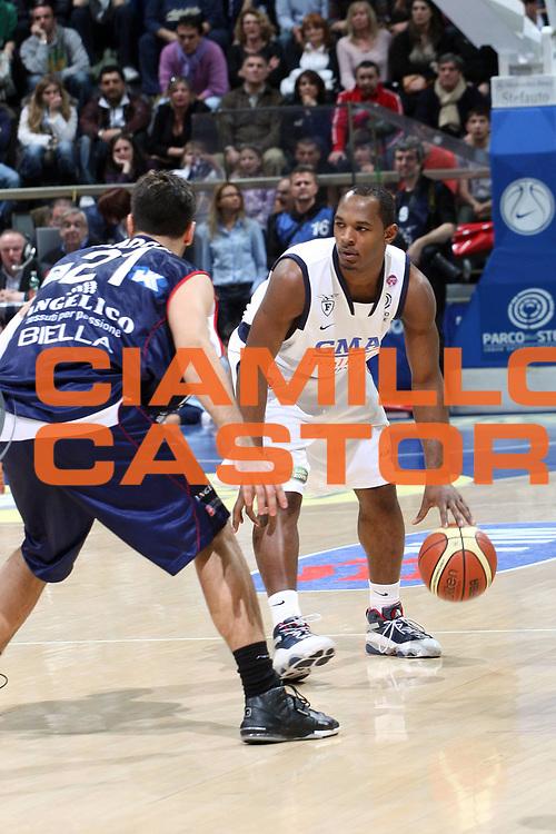 DESCRIZIONE : Bologna Lega A1 2008-09 Gmac Fortitudo Bologna Angelico Biella<br /> GIOCATORE : Gordon Jamont<br /> SQUADRA : Gmac Fortitudo Bologna<br /> EVENTO : Campionato Lega A1 2008-2009<br /> GARA : Gmac Fortitudo Bologna Angelico Biella<br /> DATA : 08/03/2009<br /> CATEGORIA : tiro Palleggio<br /> SPORT : Pallacanestro<br /> AUTORE : Agenzia Ciamillo-Castoria/L.Villani