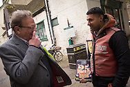 Witney, Oxfordshire, UK. 20th October 2016. Green candidate Larry Sanders, the 83-year-old brother of one-time US presidential hopeful Bernie Sanders canvasses and visits polling stations on the day of the Witney by-election following David Cameron's resignation. Pictured:  Larry Sanders talks to a Big Issue vendor in Witney.  // Lee Thomas, Flat 47a Park East Building, Bow Quarter, London, E3 2UT. Tel. 07784142973. Email: leepthomas@gmail.com   www.leept.co.uk (0000635435)