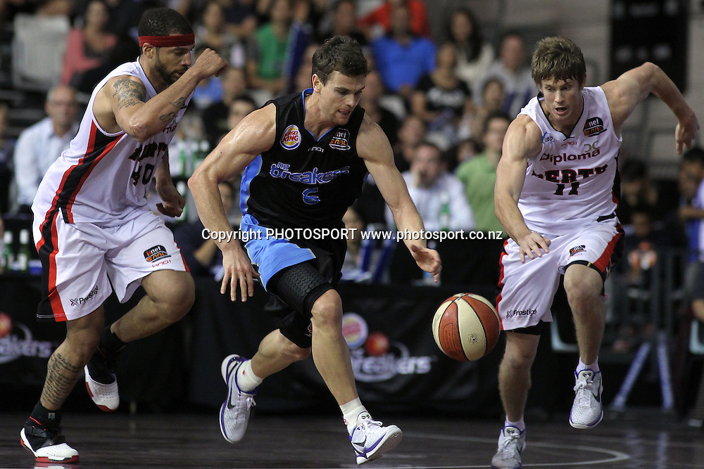 Breakers' Kirk Penney pushes up court after making a steal. iinet ANBL, Semi-Finals Game 1, New Zealand Breakers vs Perth Wildcats, North Shore Events Centre, Auckland, New Zealand. Thursday 7th April 2011. Photo: Anthony Au-Yeung / photosport.co.nz