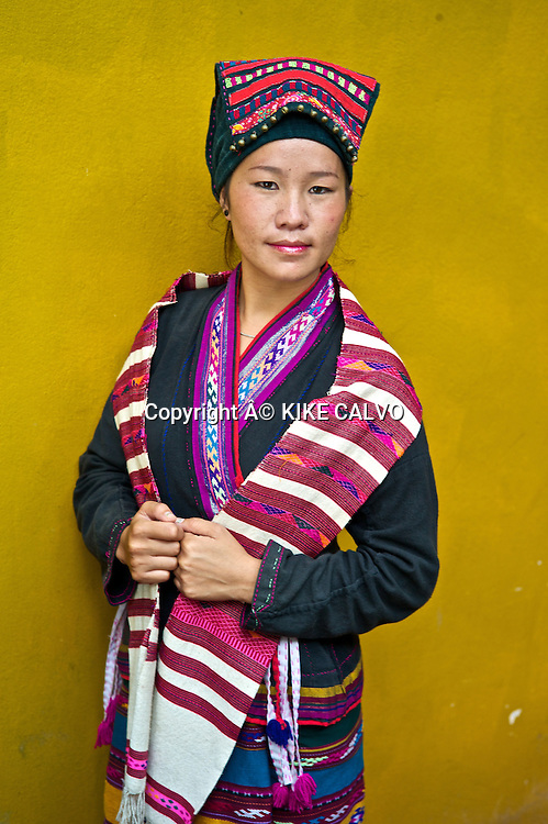 Young girl wearing a Tai Lue traditional dress.