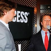 NLD/Breda/20120605 - Inloop Princess Cooking Acadamy, Frits Sissing in gesprek met Ceo Wilan van den Berg
