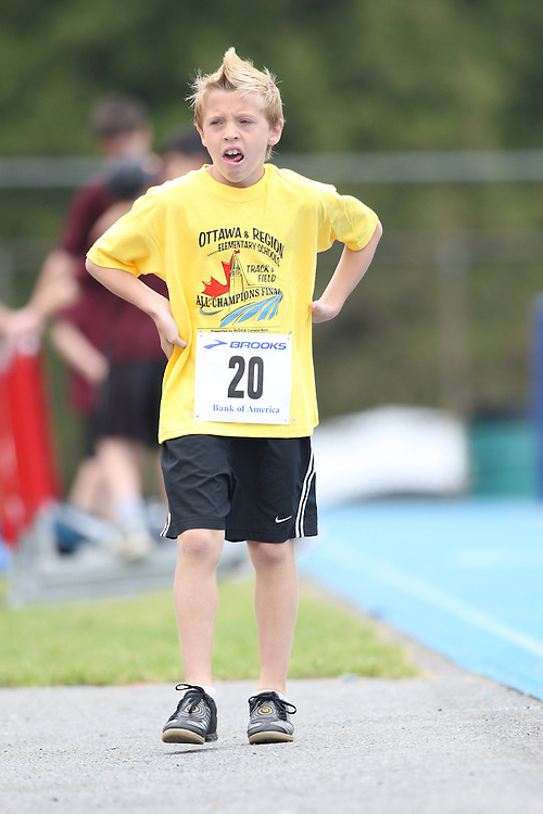 (Ottawa, Ontario---20/06/09)   Haydn Bechthold competing in the 4x100m relay at the 2009 Bank of America All-Champions Elementary School Track and Field Championship. www.mundosportimages.com / www.msievents.