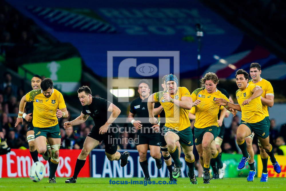The Australian defence chase a kick through from New Zealand during the final of the 2015 Rugby World Cup at Twickenham Stadium, Twickenham<br /> Picture by Andy Kearns/Focus Images Ltd 0781 864 4264<br /> 31/10/2015