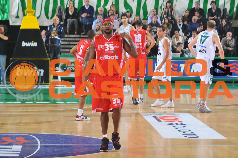 DESCRIZIONE : Treviso Lega A 2010-11 Benetton Treviso Cimberio Varese<br /> GIOCATORE : Ronald Slay<br /> SQUADRA : Cimberio Varese<br /> EVENTO : Campionato Lega A 2010-2011 <br /> GARA : Benetton Treviso Cimberio Varese<br /> DATA : 06/11/2010<br /> CATEGORIA : Delusione<br /> SPORT : Pallacanestro <br /> AUTORE : Agenzia Ciamillo-Castoria/M.Gregolin<br /> Galleria : Lega Basket A 2010-2011 <br /> Fotonotizia : Treviso Lega A 2010-11 Benetton Treviso Cimberio Varese<br /> Predefinita :