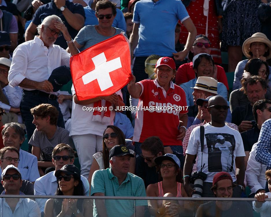 French Open 2017 Feature, Schweizer Fan auf der Tribune mit Fahne,Flagge,Zuschauer,<br /> <br /> Tennis - French Open 2017 - Grand Slam / ATP / WTA / ITF -  Roland Garros - Paris -  - France  - 9 June 2017.
