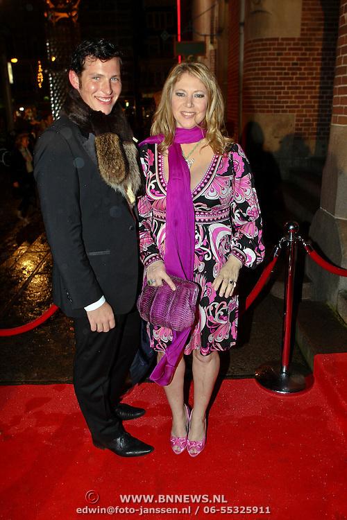 NLD/Amsterdam/20081107 - Inloop Dutch Fashion Awards 2008, Fiona Hering en vriend