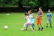 Mannheim. 20.07.17 | Sport und Spiel im Park<br /> Herzogenriedpark. Sport und Spiel im Park. Laufen, rennen, toben auf der gr&uuml;nen Wiese oder auf dem beliebten Kletterger&uuml;st. Mannheimer Sch&uuml;ler ab der Grundschule vergn&uuml;gen sich spielerisch im Herzogenriedpark.<br /> - Sch&uuml;ler der Humboldt Realschule spielen Fu&szlig;ball.<br /> <br /> BILD- ID 0477 |<br /> Bild: Markus Prosswitz 20JUL17 / masterpress (Bild ist honorarpflichtig - No Model Release!)