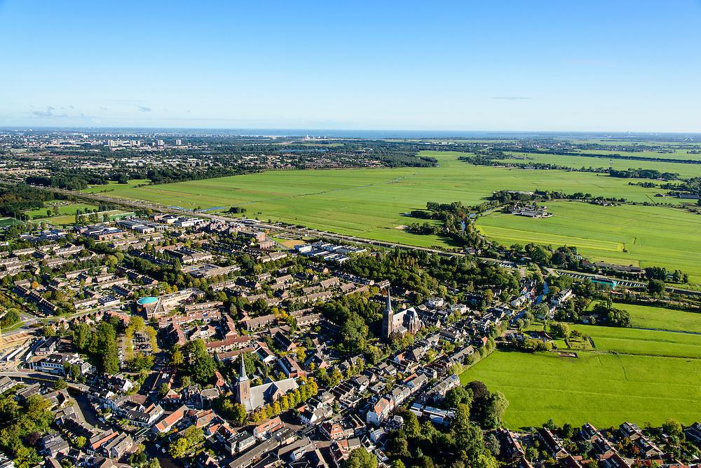 Nederland, Utrecht, Gemeente De Ronde Venen, 27-09-2015; Abcoude. Kerkstraat Abcoude met spoorweg aquaduct onder riviertje Gein in de achtergrond.<br /> Railway aqueduct under river.<br /> luchtfoto (toeslag op standard tarieven);<br /> aerial photo (additional fee required);<br /> copyright foto/photo Siebe Swart