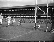 03/08/1952 <br /> 8/3/1952<br /> 3 August 1952<br /> <br /> GAA All Ireland Senior Football Semi Final Meath vs. Roscommon at Croke Park. Victorious Meath Team