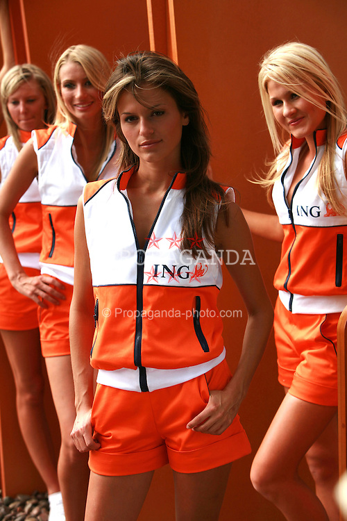 Melbourne. Australia - Thursday, March 15, 2007: ING promotion grid girls at the opening Grand Prix of the Formula One World Championship in Australia.(Pic by Michael Kunkel/Propaganda/Hoch Zwei)