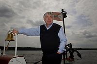 """18 MAY 2003, BERLIN/GERMANY:<br /> Michael Sommer, DGB Bundesvorsitzender, waehrend einer Bootsfahrt mit Pressekonferenz, Dampfer """"Fridericus Rex"""", Potsdam<br /> IMAGE: 20030518-01-028<br /> KEYWORDS: Schiff, Boot, Medientreff, Glocke"""