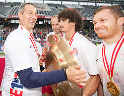 24.05.2015, Red Bull Arena, Salzburg, AUT, 1. FBL, FC Red Bull Salzburg vs RZ Pellets WAC, 35. Runde, im Bild v.l.: Adi Huetter (FC Red Bull Salzburg, Trainer), Andre Ramalho (FC Red Bull Salzburg, #05), Christian Schwegler (FC Red Bull Salzburg, #06) mit dem Meisterteller der Österreichischen Bundesliga // during Austrian Football Bundesliga 35th round Match between FC Red Bull Salzburg and RZ Pellets WAC at the Red Bull Arena, Salzburg, Austria on 2015/05/24. EXPA Pictures © 2015, PhotoCredit: EXPA/ JFK