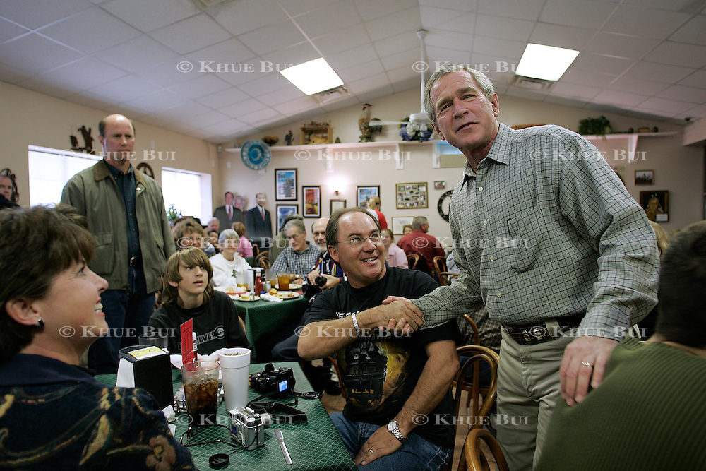 Pres. Bush, first lady Laura Bush, and Mrs. Bush's mother, Jenna Welch, stop by the Coffee Station for lunch Friday, November 26, 2004, in Crawford, TX...Photo by Khue Bui