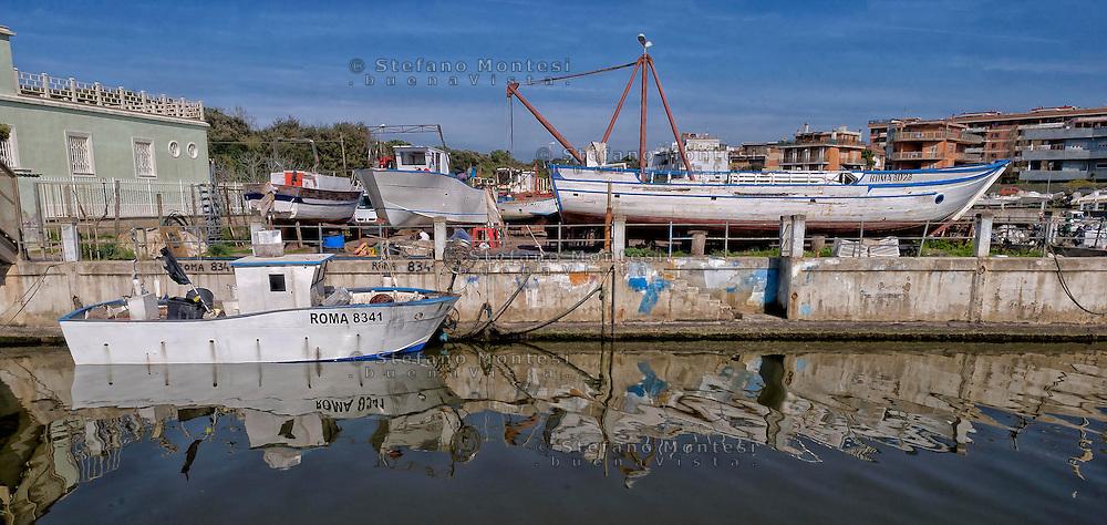 Lido di Ostia, Roma<br /> Il canale dei pescatori<br /> Lido di Ostia, Rome<br /> The channel of the fishermen.
