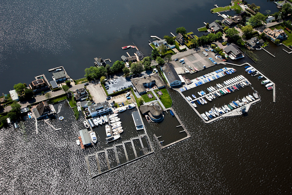 Nederland, Noord-Holland, Gemeente Wijdemeren, 25-05-2010; Breukeleveen, Breukeleveensche of Stille Plas. Villa's en jachthaven, .luchtfoto (toeslag), aerial photo (additional fee required).foto/photo Siebe Swart