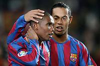 Fotball<br /> Spania 2005/2006<br /> Foto: Panoramic/Digitalsport<br /> NORWAY ONLY<br /> <br /> 27.11.2005  <br /> Barcelona v Racing Santander 4-1<br /> <br /> Samuel Etoo / Eto'o and Ronaldinho (Barcelona)