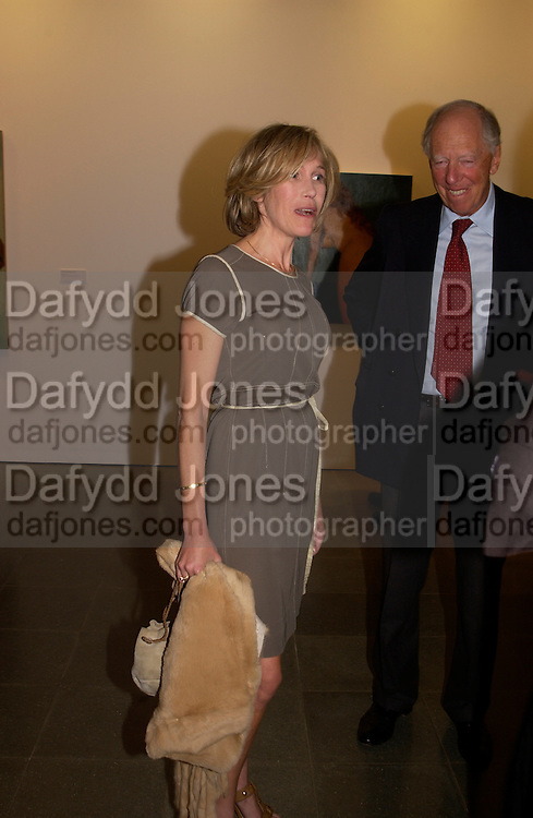 Eva Rausing and Lord RothschildJohn Currin, Serpentine Gallery, 8 September 2003. © Copyright Photograph by Dafydd Jones 66 Stockwell Park Rd. London SW9 0DA Tel 020 7733 0108 www.dafjones.com