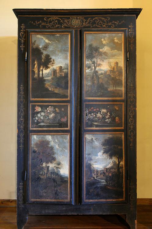 France,Languedoc Roussillon, Gard (30), Uzège, Uzès, armoire peinte d'Uzès, XVIIIeme