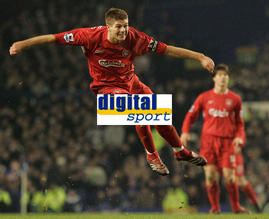 Photo: Dave Howarth.<br /> Everton v Liverpool. The Barclays Premiership. 28/12/2005. Liverpool's Steven Gerrard fires in another vicious shot on goal