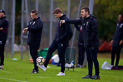 LONDON, ENGLAND - Saturday, November 4, 2017: Liverpool's Under-18 manager Steven Gerrard shows off his skill on the touch-line during the Under-18 Premier League Cup Group D match between West Ham United FC and Liverpool FC at Little Heath. (Pic by David Rawcliffe/Propaganda)