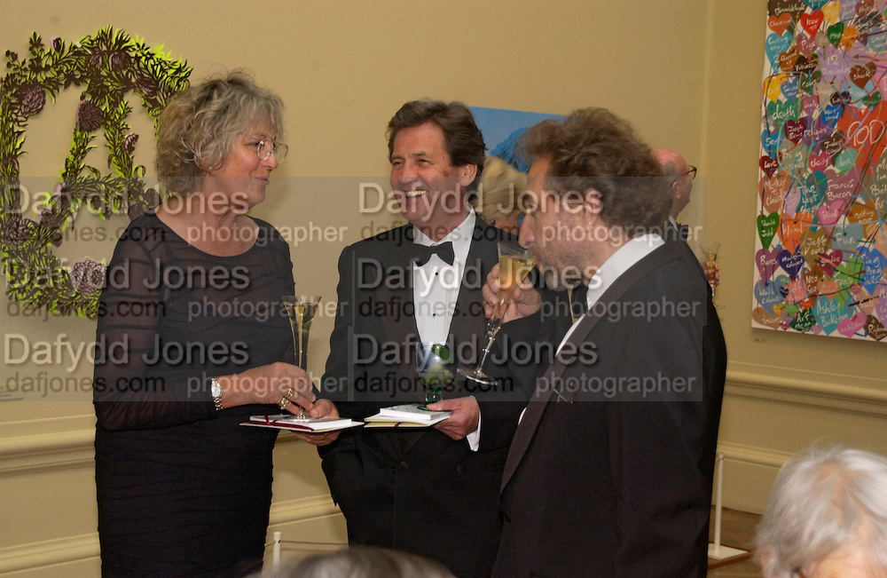 Germaine Greer, Melvyn Bragg and Howard Jacobson, Royal Academy summer exhibition annual dinner. Picadilly.  2 June 2004. ONE TIME USE ONLY - DO NOT ARCHIVE  © Copyright Photograph by Dafydd Jones 66 Stockwell Park Rd. London SW9 0DA Tel 020 7733 0108 www.dafjones.com