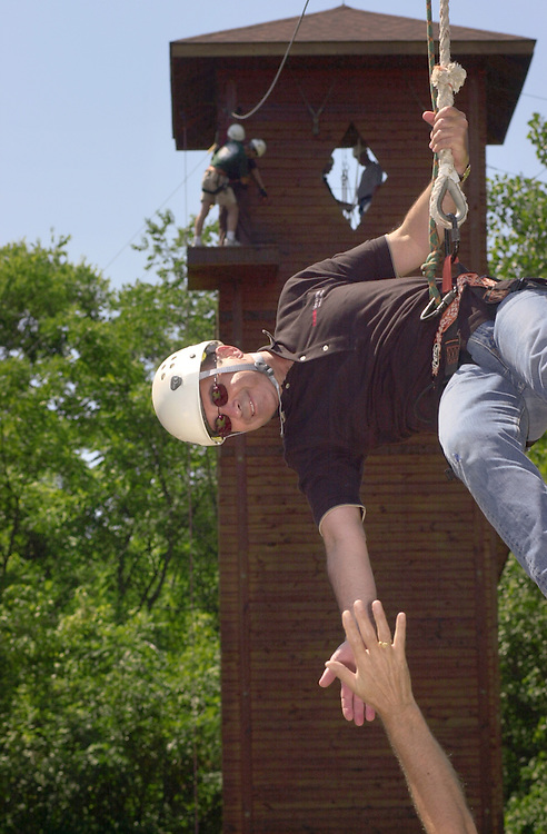 16594Ropes Course Team Building : Campus Recreation
