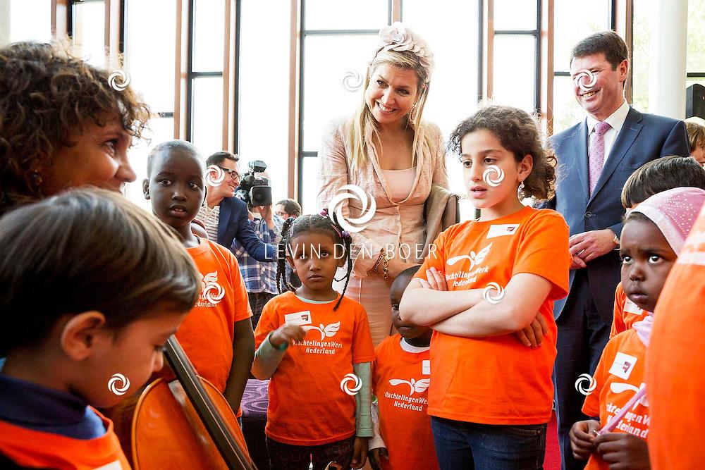 ZWOLLE - Koningin Máxima bezoekt speciale voorstelling in theater De Spiegel in Zwolle Ruim 500 kinderen maken samen de 'Symfonie voor Angsthazen en Durfals'. FOTO GIJS VERSTEEG (POOL) - PERSFOTO.NU