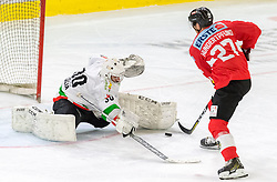 12.04.2018, Tiroler Wasserkraft Arena, Innsbruck, AUT, Eishockey Testspiel, Österreich vs Italien, während dem Eishockey Testspiel Österreich vs Italien am Donnerstag, 12. April 2018 in Innsbruck, im Bild v.l.: Martino Valle da Rin (ITA) und Thomas Hundertpfund (AUT) // during the International Icehockey Friendly match between Austria and Italy at the Tiroler Wasserkraft Arena in Innsbruck, Austria on 2018/04/12. EXPA Pictures © 2018, PhotoCredit: EXPA/ Jakob Gruber