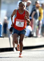 15-04-2007 ATLETIEK: FORTIS MARATHON: ROTTERDAM<br /> In Rotterdam werd zondag de 27e editie van de Marathon gehouden. De marathon werd rond de klok van 2 stilgelegd wegens de hitte en het grote aantal uitvallers / Franklin Tenorio ECU<br /> ©2007-WWW.FOTOHOOGENDOORN.NL