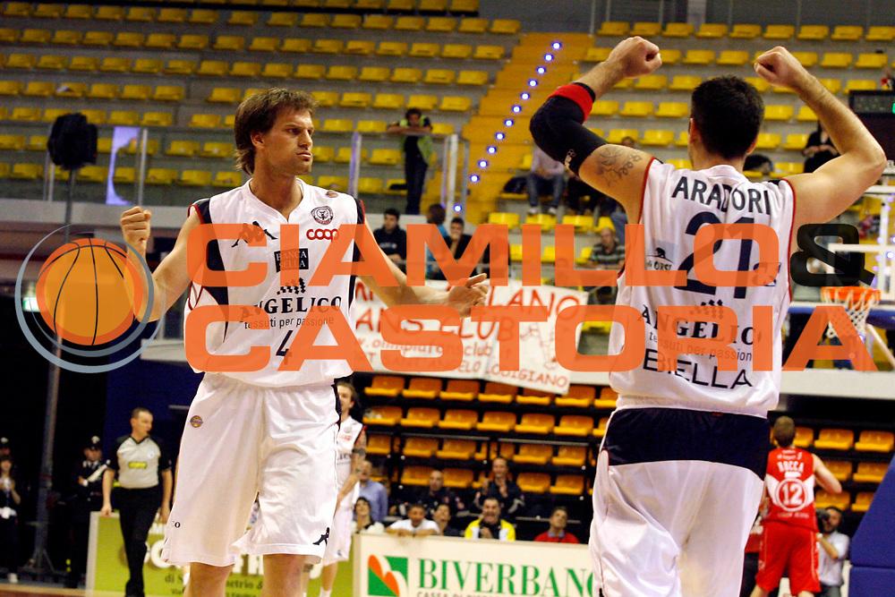 DESCRIZIONE : Biella Lega A 2008-09 Angelico Biella Armani Jeans Milano<br /> GIOCATORE : Goran Jurak Pietro Aradori<br /> SQUADRA : Angelico Biella<br /> EVENTO : Campionato Lega A 2008-2009 <br /> GARA : Angelico Biella Armani Jeans Milano<br /> DATA : 07/05/2009 <br /> CATEGORIA : Esultanza<br /> SPORT : Pallacanestro <br /> AUTORE : Agenzia Ciamillo-Castoria/E.Pozzo<br /> Galleria : Lega Basket A1 2008-2009 <br /> Fotonotizia : Biella Campionato Italiano Lega A 2008-2009 <br /> Angelico Biella Armani Jeans Milano<br /> Predefinita :