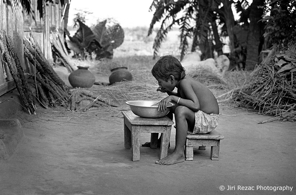 BANGLADESH BARISAL SEP94 - A young girl eats rice from a bowl in the yard of her bari in rural Barisal, southern Bangladesh...The Bangladesh Bureau of Statistics estimates the total working child population between 5 and 17 years old to be at 7.9 million...jre/Photo by Jiri Rezac..© Jiri Rezac 1994